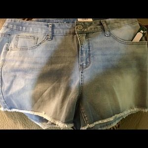 Size 18 time and tru mid ride shorts